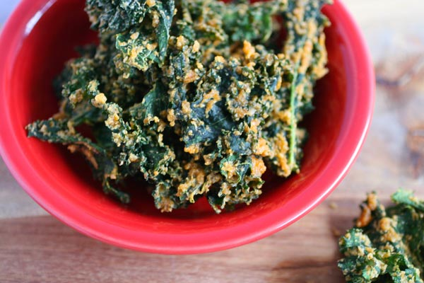 Chili Cheese Sriracha Kale Chips | Your Daily Vegan